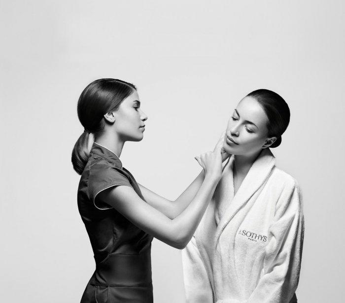 Kosmetická masáž obličeje, krku a dekoltu